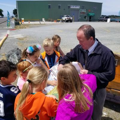 Bandon 3rd graders Quest with a chaperone