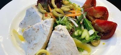 Plate of tuna nicoise salad.